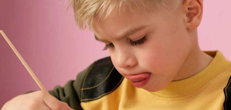 lingua-fuori-bambini